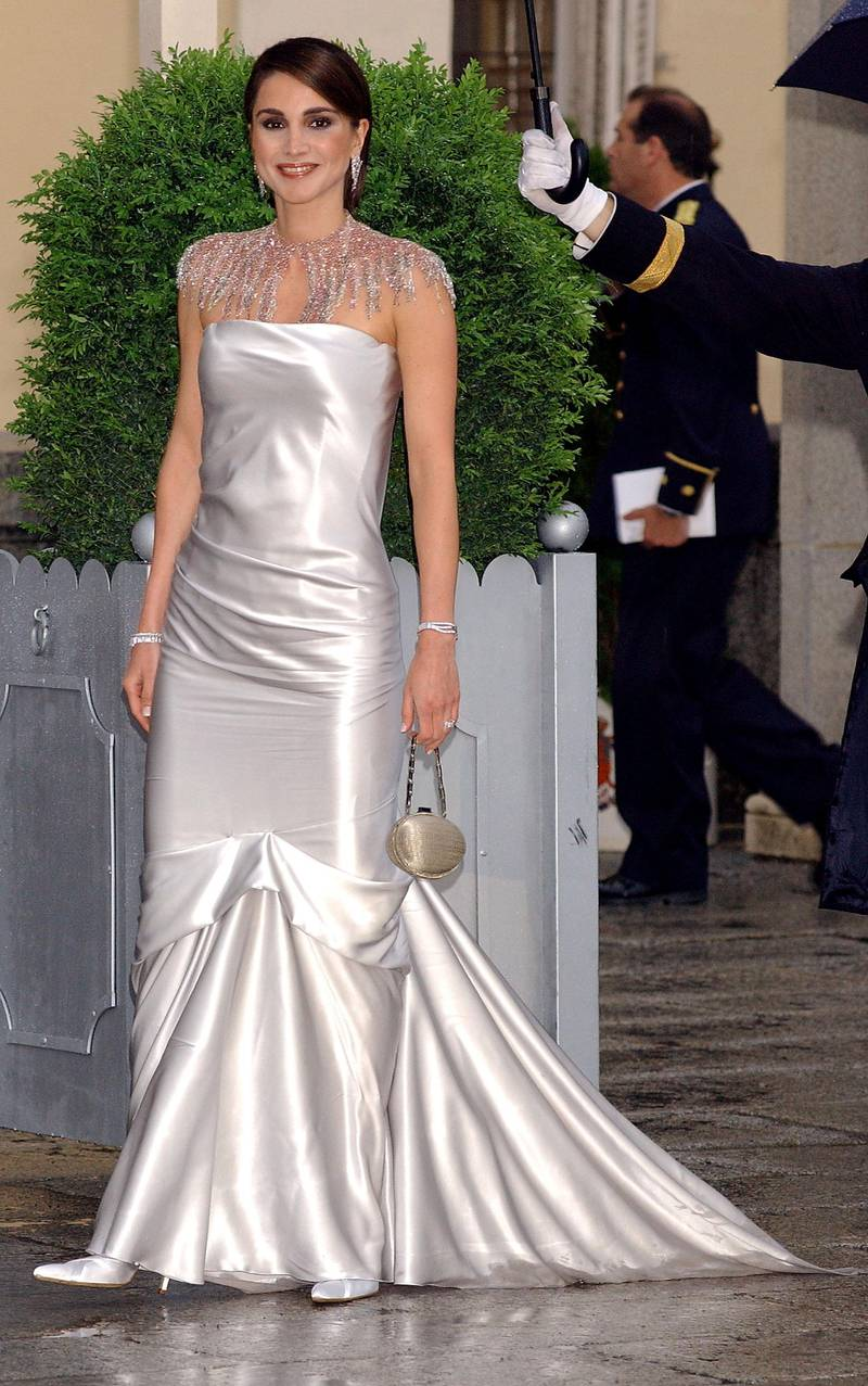 MADRID, SPAIN - MAY 21:  Queen Rania Al Abdullah of Jordan arrives to attend a gala dinner at El Pardo Royal Palace on May 21, 2004 in Madrid, Spain. Spanish Crown Prince Felipe de Bourbon and his fiance, former journalist Letizia Ortiz Rocasolano, are to wed in Madrid on May 22nd in the first royal marriage in Spain of a crown prince or a king in nearly a century. (Photo by Carlos Alvarez/Getty Images)