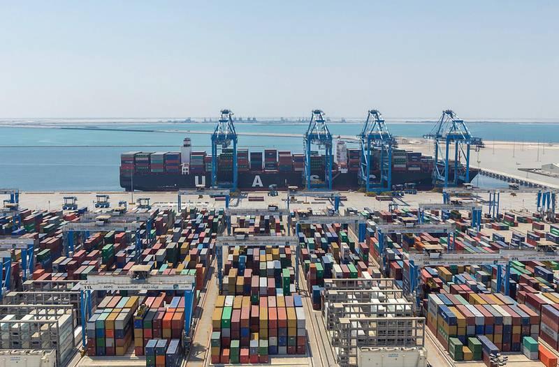 A ship is offloaded at Khalifa Port in Kizad, Abu Dhabi. Courtesy Abu Dhabi Ports *** Local Caption ***  bz18ma-kizad-01.jpg