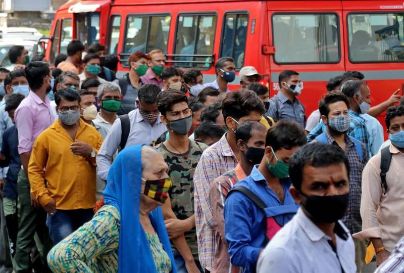 People wait to board passenger buses during rush hour at a bus terminal amidst the spread of the coronavirus disease (COVID-19), in Mumbai, India, April 5, 2021. REUTERS/Niharika Kulkarni