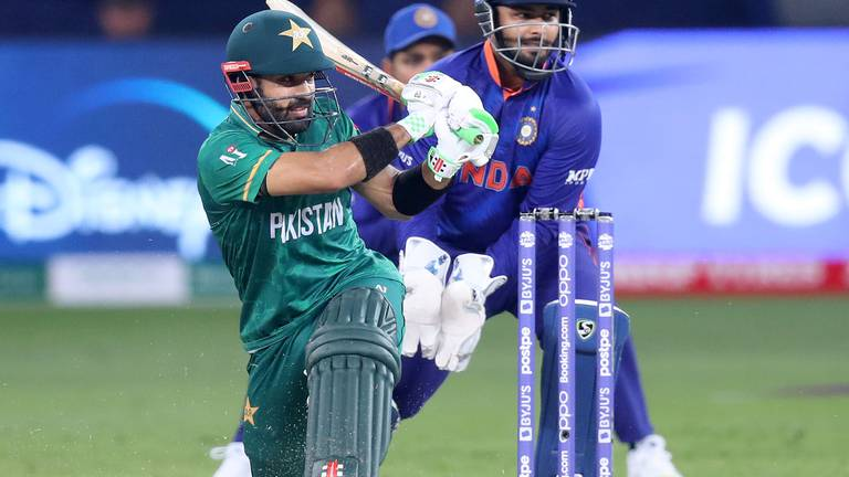 An image that illustrates this article T20 World Cup: Rizwan and Babar sparkle as Pakistan stun India in Dubai