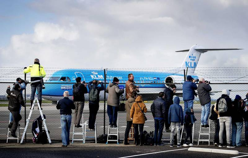 epa06296400 The last KLM Fokker aircraft before departing for England, at Schiphol Airport, The Netherlands 29 October 2017. KLM, the Dutch flag carrier, is preparing to bid a fond farewell to its last Fokker aircraft, marking the final chapter in a partnership that has lasted 97 years.  EPA-EFE/ROBIN VAN LONKHUIJSEN *** Local Caption *** 53862957