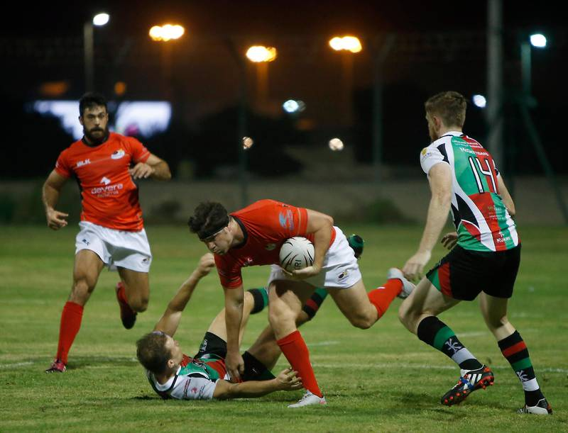 ABU DHABI - UNITED ARAB EMIRATES - 06OCT2016 - Abu Dhabi Saracens (in red) and Abu Dhabi Harlequins tussels for the ball in the West Asia Premiership rugby match yesterday at Al Ghazal Golf Club Rugby field in Abu Dhabi. Ravindranath K / The National (to go with Paul Radley story for Sports) ID: 77565 *** Local Caption ***  RK0610-Rugby07.jpg