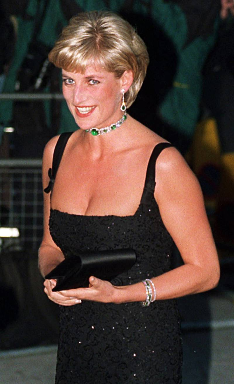 epa06156663 (FILE) - British Diana, Princess of Wales arrives at the Tate Gallery in London, Britain 01 July 1997. The 20th anniversary of Princess Diana's death will be marked on 31 August 2017. Diana Spencer, ex-wife of Prince Charles, died in a car accident in Paris, France on 31 August 1997.  EPA/Paul Vicente