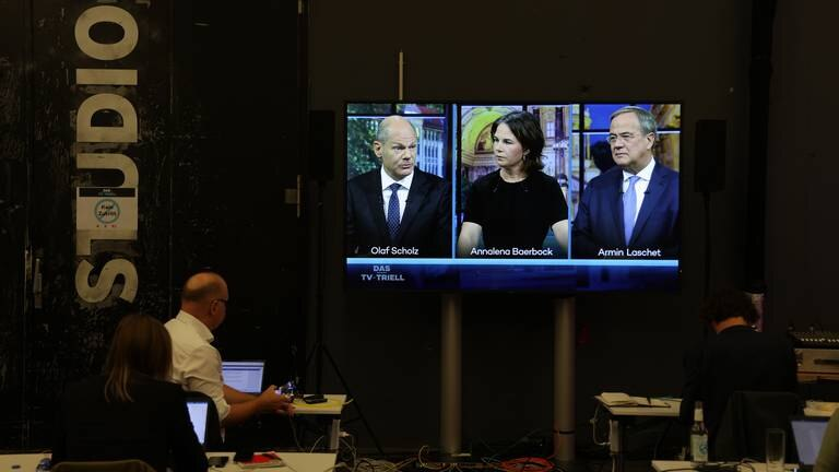 An image that illustrates this article Silent Scholz seeks fairytale victory in German election