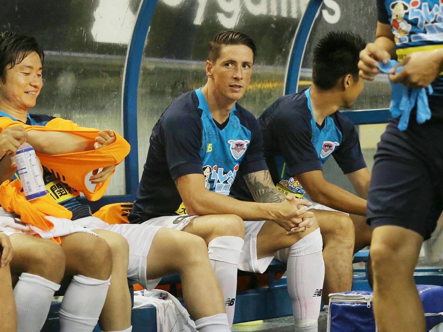 J-League club team Sagan Tosu's new signing, Spanish football player Fernando Torres (C), looks on from the bench prior to a match against Vegalta Sendai at Best Amenity Stadium in Tosu, Saga prefecture on July 22, 2018.  - Japan OUT  / AFP / JIJI PRESS / JIJI PRESS