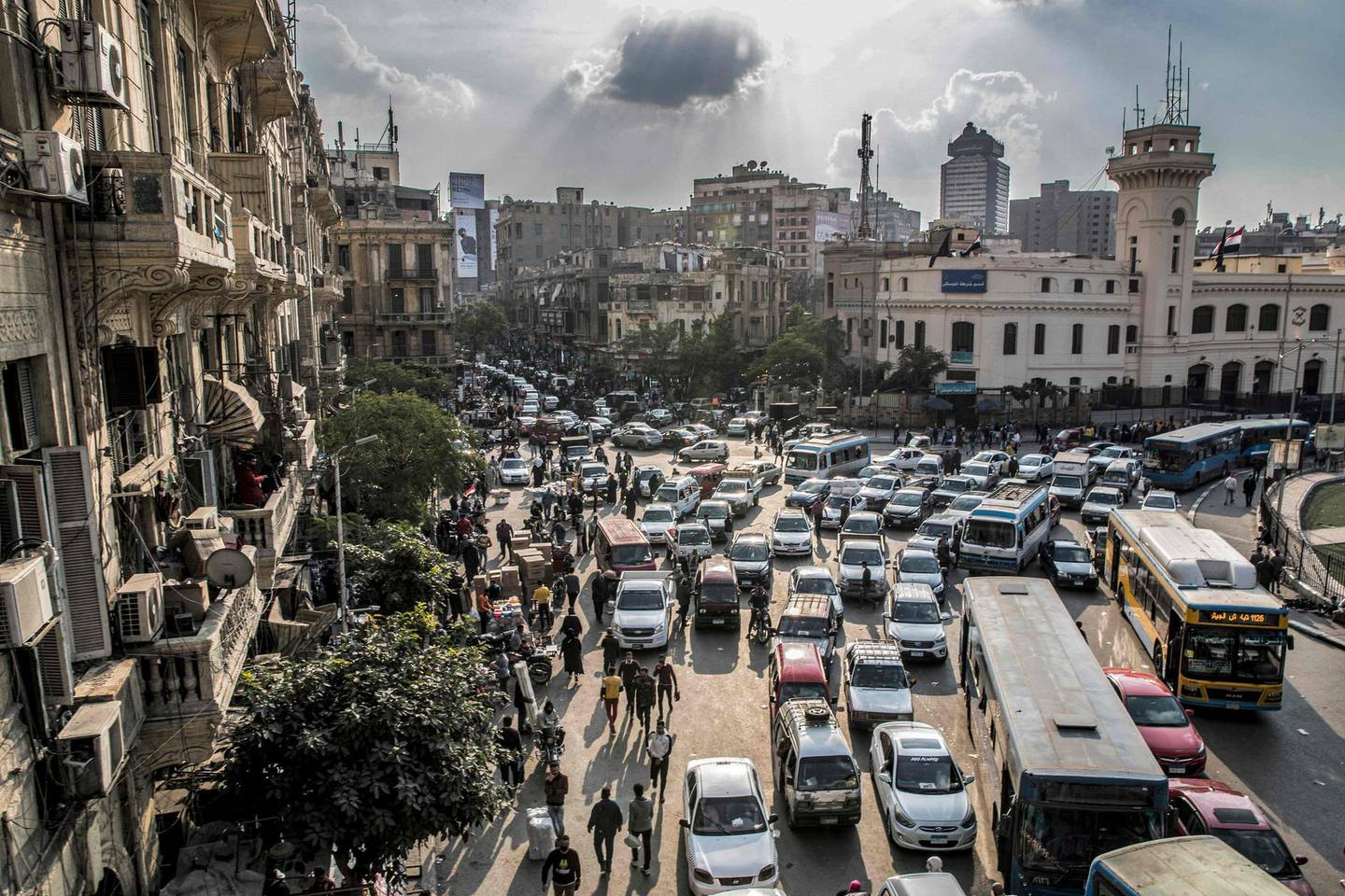 This picture taken on February 22, 2021 shows a view of vehicles stuck in a traffic jam in the central Attaba district of Egypt's capital Cairo. In gridlocked and heavily polluted Cairo, startups are searching for technological solutions to solve the transport headaches for an expanding megacity already struggling with over 20 million people. Cairo, the most populous Arab city where a fifth of all Egyptians live, is ranked 30th worst in the world for congestion, according TomTom, the Dutch vehicle navigations systems maker. / AFP / Khaled DESOUKI
