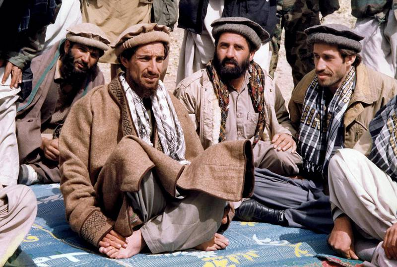 """(FILES) - File photo taken 12 October 1990 in Sho-E-Salim of Afghan opposition commander Ahmad Shah Masood (2ndL) talking with aides. French Foreign Minister Hubert Vedrine said 14 September 2001 that """"it appears to be confirmed that commander Ahmad Shah Masood, the head of the Afghan opposition, has died"""". AFP PHOTO (Photo by AFP)"""