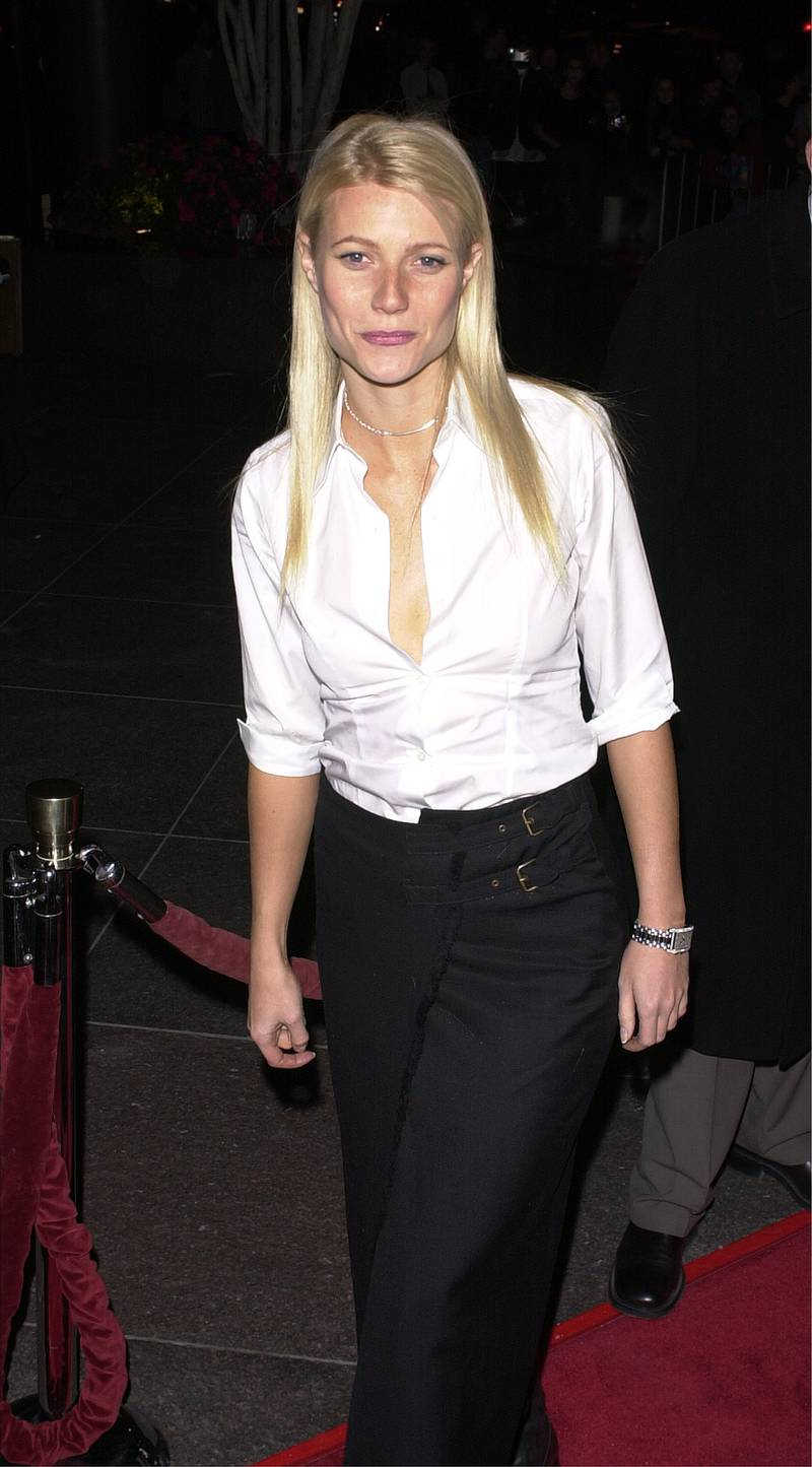 """384398 23: Actress Gwyneth Paltrow arrives for the premiere of the film """"Snatch"""" January 18, 2001 in Hollywood, CA. (Photo by Vince Bucci/Newsmakers)"""