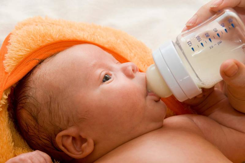 Mother give drink her baby boy by feeding bottle (iStockphoto.com)
