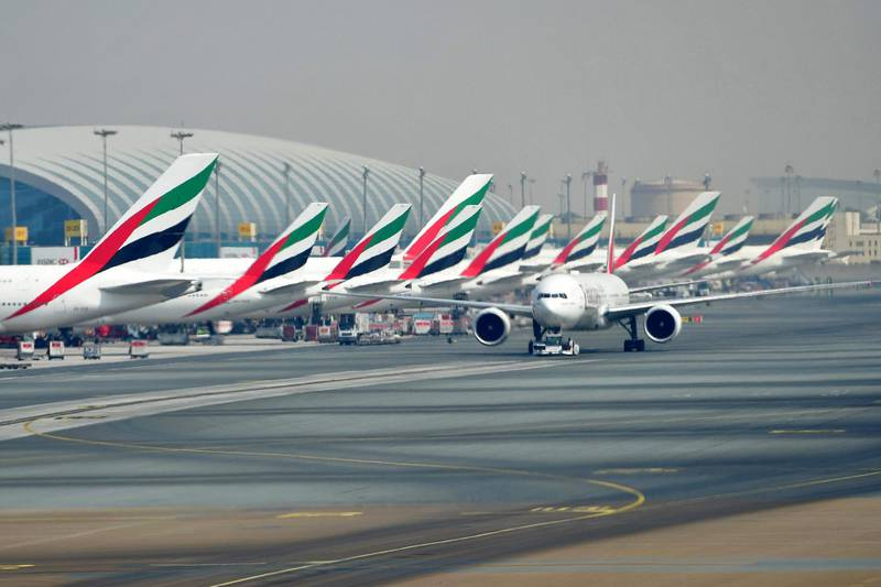 A picture take on September 14, 2017 shows Emirates planes parked at the tarmac at Dubai's International Airport.  / AFP PHOTO / GIUSEPPE CACACE
