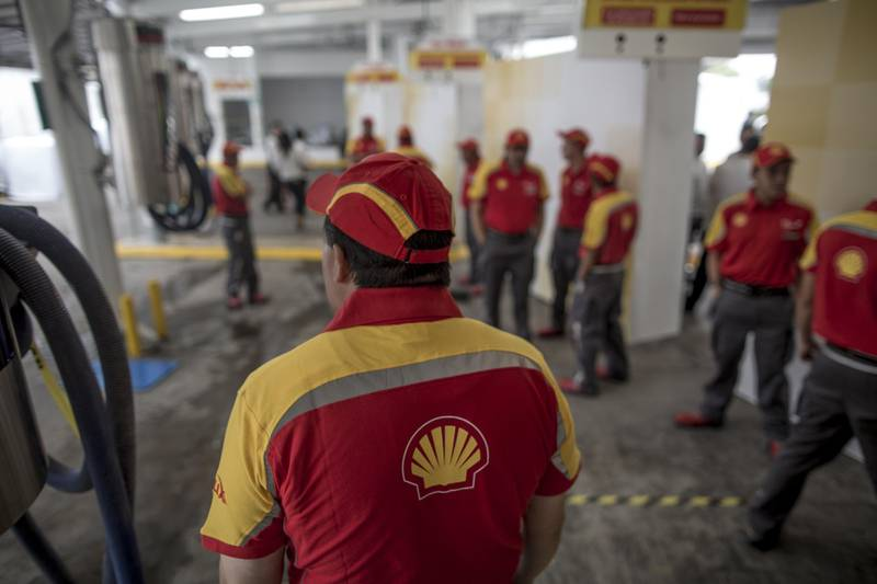 Employees stand during the opening ceremony of the first Royal Dutch Shell PLC gasoline station in Mexico City, Mexico, on Tuesday, Sept. 5, 2017. Shell Mexico CEO Alberto De la Fuente said that Shell plans to invest $1 billion in Mexico over the next 10 years, started by opening one or two fuel stations each week for rest of 2017. Photographer: Alejandro Cegarra/Bloomberg