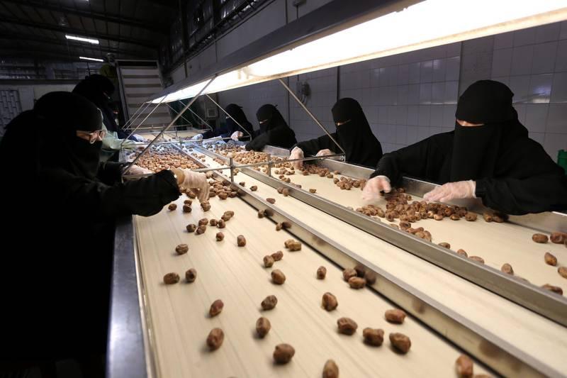 Saudi women work at a dates packaging factory in Al-Ahsa, Saudi Arabia, September 10, 2020. Picture taken September 10, 2020. REUTERS/Ahmed Yosri
