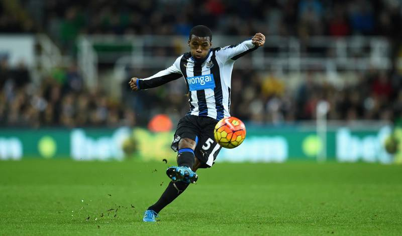 NEWCASTLE UPON TYNE, ENGLAND - DECEMBER 06:  Newcastle player Georginio Wijnaldum in action during the Barclays Premier League match between Newcastle United and Liverpool at St James' Park on December 6, 2015 in Newcastle, England.  (Photo by Stu Forster/Getty Images)