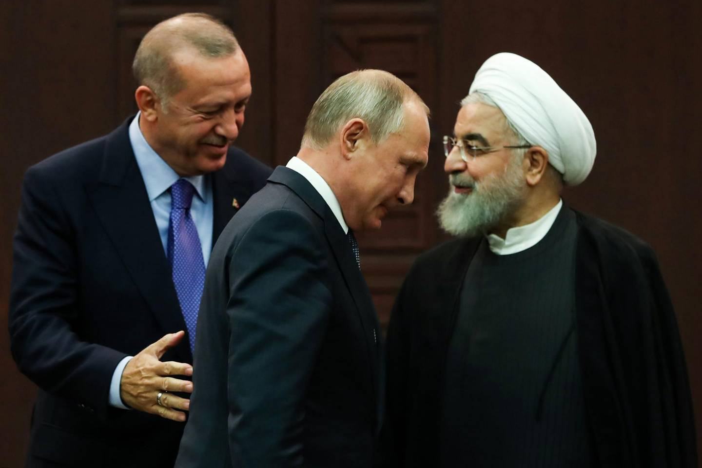 TOPSHOT - Turkish President Recep Tayyip Erdogan (L), Russian President Vladimir Putin (C) and Iranian President Hassan Rouhani (R) leave after a press conference following a trilateral meeting on Syria, in Ankara on September 16, 2019.  / AFP / Adem ALTAN