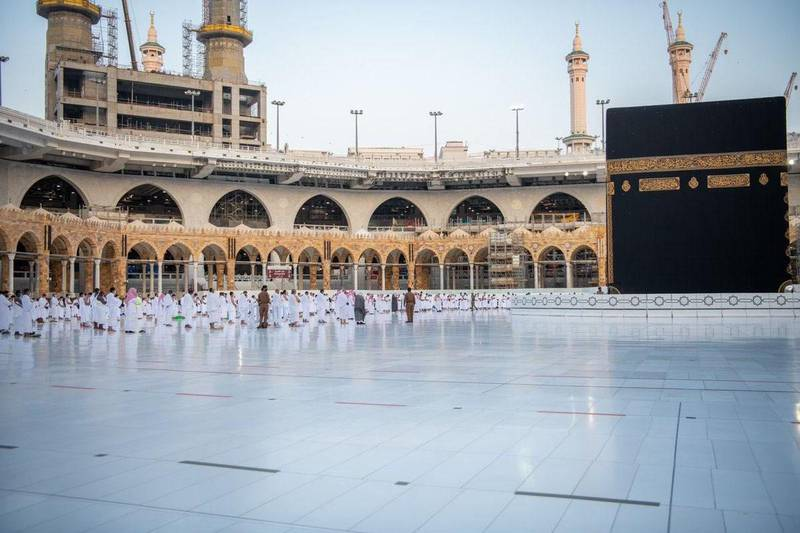 Worshipers perform Istisqa (rain-seeking) prayer on Thursday at the holy mosque of Makkah in Saudi Arabia. Courtesy Makkah Province