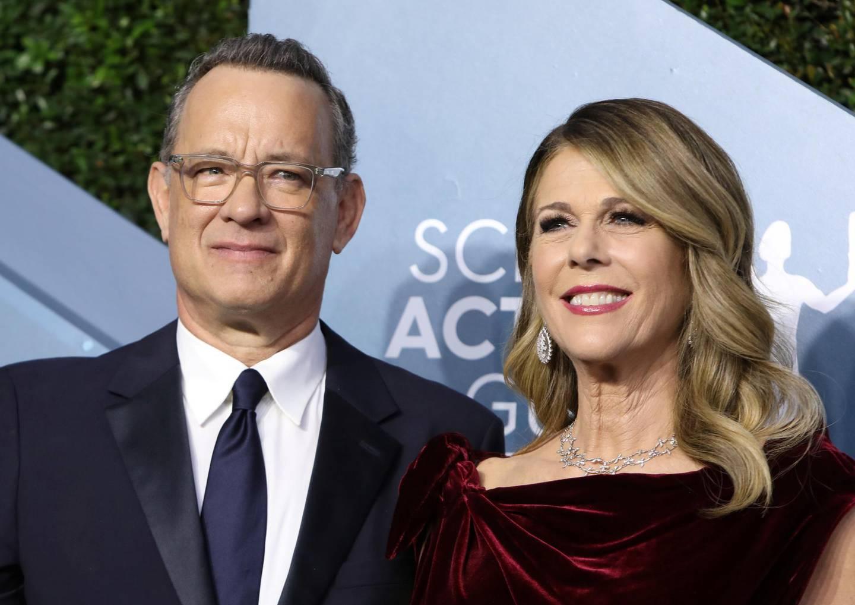 FILE PHOTO: 26th Screen Actors Guild Awards – Arrivals – Los Angeles, California, U.S., January 19, 2020 – Tom Hanks and Rita Wilson. REUTERS/Monica Almeida/File Photo
