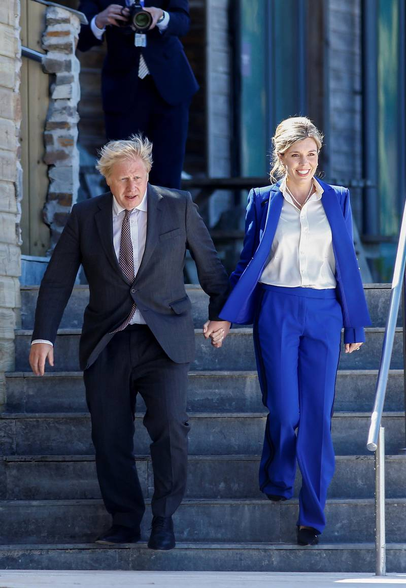 CARBIS BAY, CORNWALL - JUNE 12:  Britain's Prime Minister Boris Johnson and his spouse Carrie Johnson arrive at the beach for an official welcome at the G7 summit in Carbis Bay on June 12, 2021 in Cornwall, United Kingdom. UK Prime Minister, Boris Johnson, hosts leaders from the USA, Japan, Germany, France, Italy and Canada at the G7 Summit. This year the UK has invited India, South Africa, and South Korea to attend the Leaders' Summit as guest countries as well as the EU. (Photo by Peter Nicholls - WPA Pool/Getty Images)