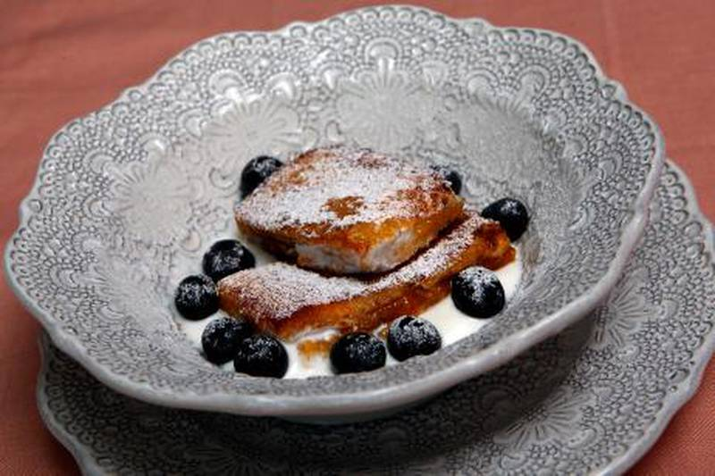 Dubai ,United Arab Emirates- March , 10, 2011:  French Toast with Blue berries.  ( Satish Kumar / The National ) For  Arts & Life