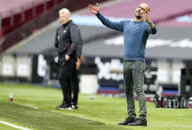 West Ham United's Scottish manager David Moyes (L) and Manchester City's Spanish manager Pep Guardiola react during the English Premier League football match between West Ham United and Manchester City at The London Stadium, in east London on October 24, 2020. (Photo by PAUL CHILDS / POOL / AFP) / RESTRICTED TO EDITORIAL USE. No use with unauthorized audio, video, data, fixture lists, club/league logos or 'live' services. Online in-match use limited to 120 images. An additional 40 images may be used in extra time. No video emulation. Social media in-match use limited to 120 images. An additional 40 images may be used in extra time. No use in betting publications, games or single club/league/player publications. /