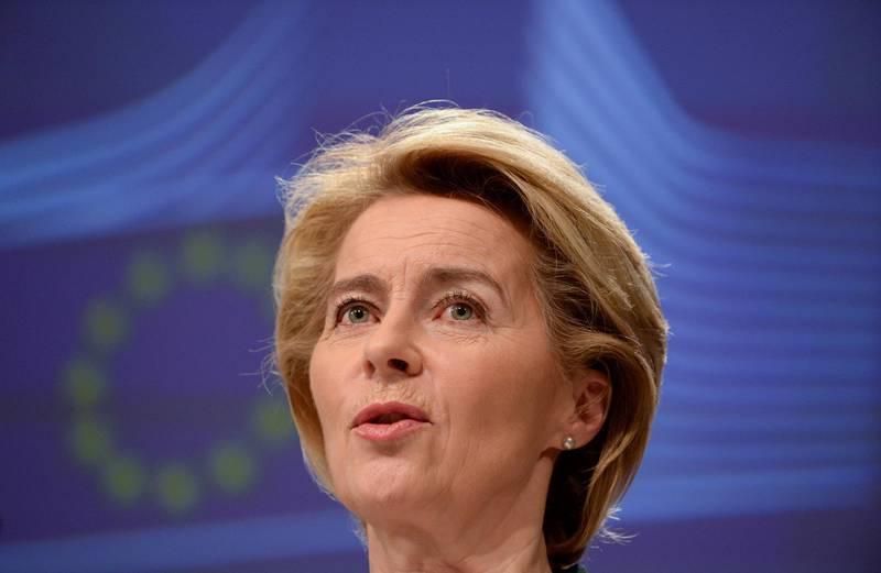 FILE PHOTO: EU Commission President Ursula von der Leyen presents the EU executive's economic response to the coronavirus epidemic, in Brussels, Belgium March 13, 2020. REUTERS/Johanna Geron/File Photo