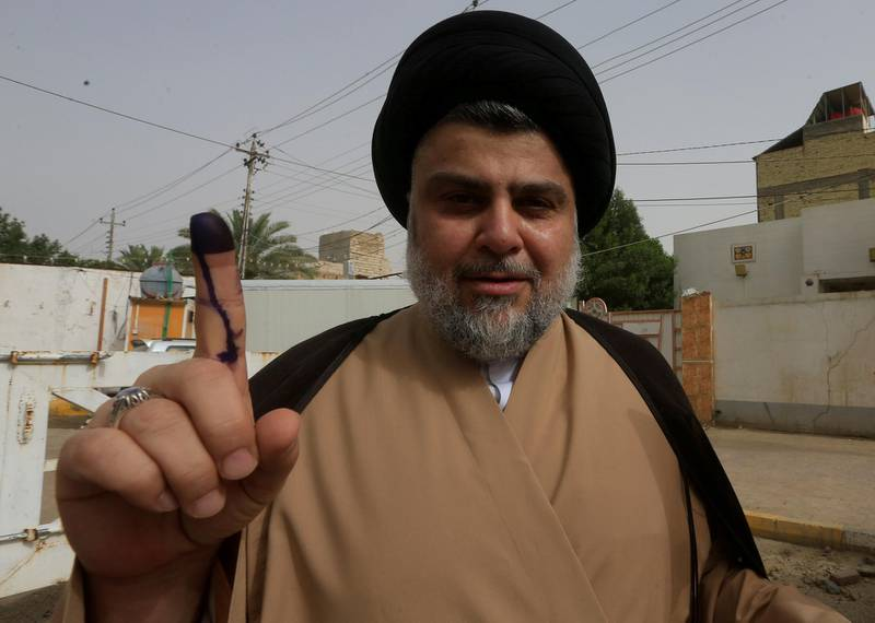 FILE PHOTO: Iraqi Shi'ite cleric Moqtada al-Sadr shows his ink-stained finger after casting his vote at a polling station during the parliamentary election in Najaf, Iraq May 12, 2018. REUTERS/Alaa al-Marjani/File Photo NO RESALES. NO ARCHIVES