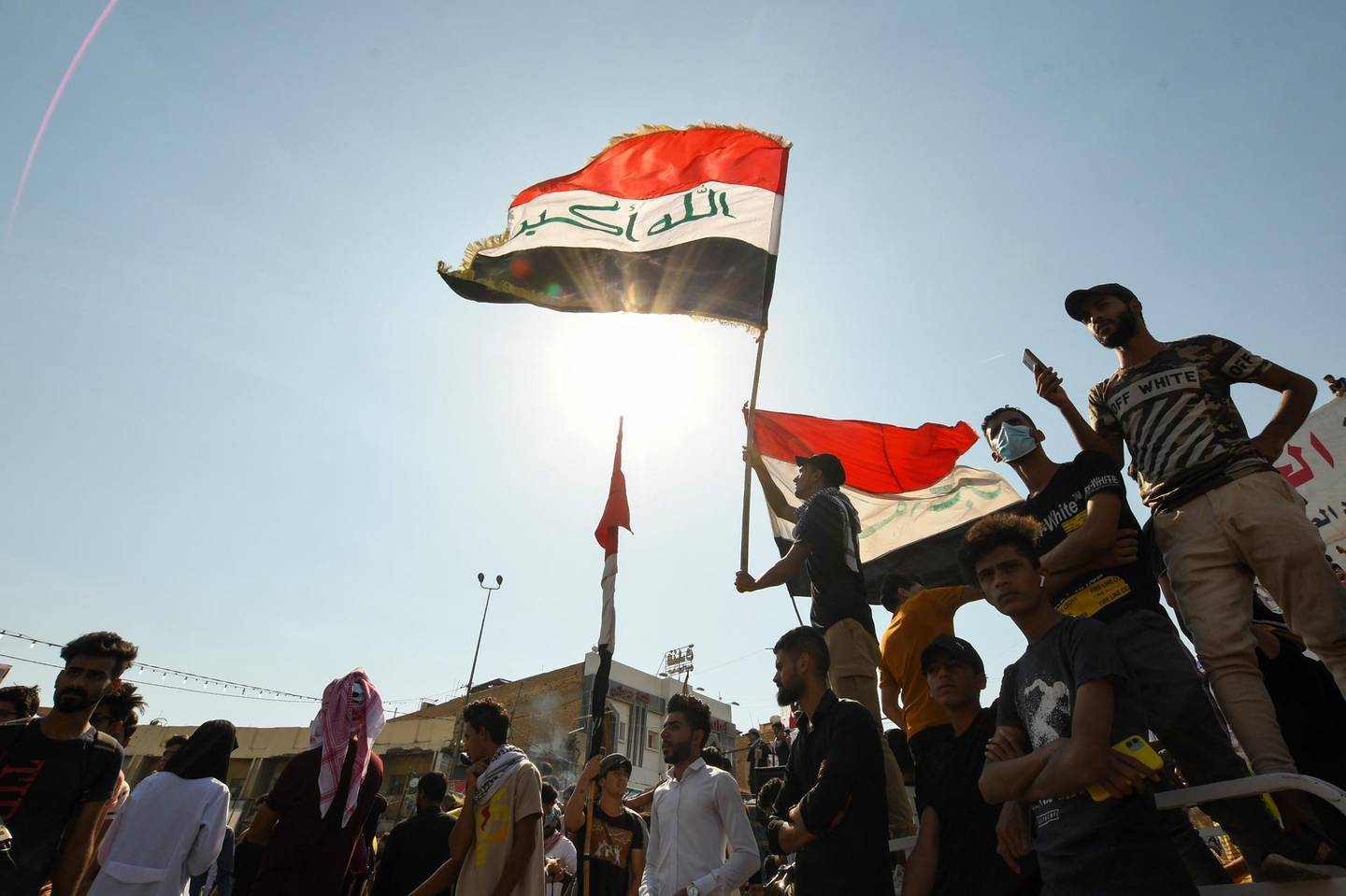 Iraqi demonstrators chant slogans during a gathering in Haboubi Square in the southern city of Nasiriyah on October 28, 2020, to demand a total overhaul of a political system.  / AFP / Assaad AL-NIYAZI