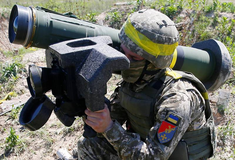 A soldier holds a Javelin missile system during a military exercise in the training centre of Ukrainian Ground Forces near Rivne, Ukraine May 26, 2021. Picture taken May 26, 2021. REUTERS/Gleb Garanich