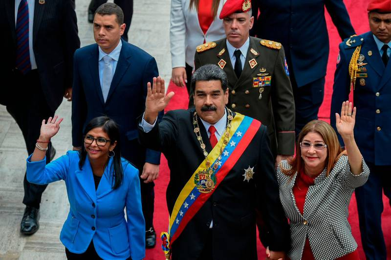 CORRECTION / TOPSHOT - Venezuelan President Nicolas Maduro (C) his wife Cilia Flores (R) and Constituent Assembly president Delcy Rodriguez arrive at the Congress in Caracas for the Presidential inauguration ceremony, on May 24, 2018.   / AFP / Federico Parra