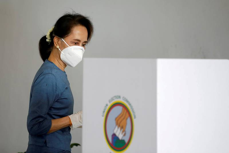 FILE PHOTO: Myanmar State Counselor Aung San Suu Kyi arrives for an early vote ahead of the November 8 general election in Naypyitaw, Myanmar October 29, 2020. REUTERS/Thar Byaw/File Photo