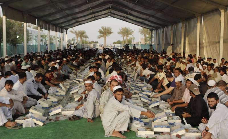 ABU DHABI, UNITED ARAB EMIRATES - August 22, 2009: Ramadan observers prepare to break fast at Iftar held at the Sheikh Zayed Grand Mosque on the first day of Ramadan.   ( Ryan Carter / The National ) *** Local Caption ***  RC013-RamadanMosque.jpgal24au-SUBOasis.jpg