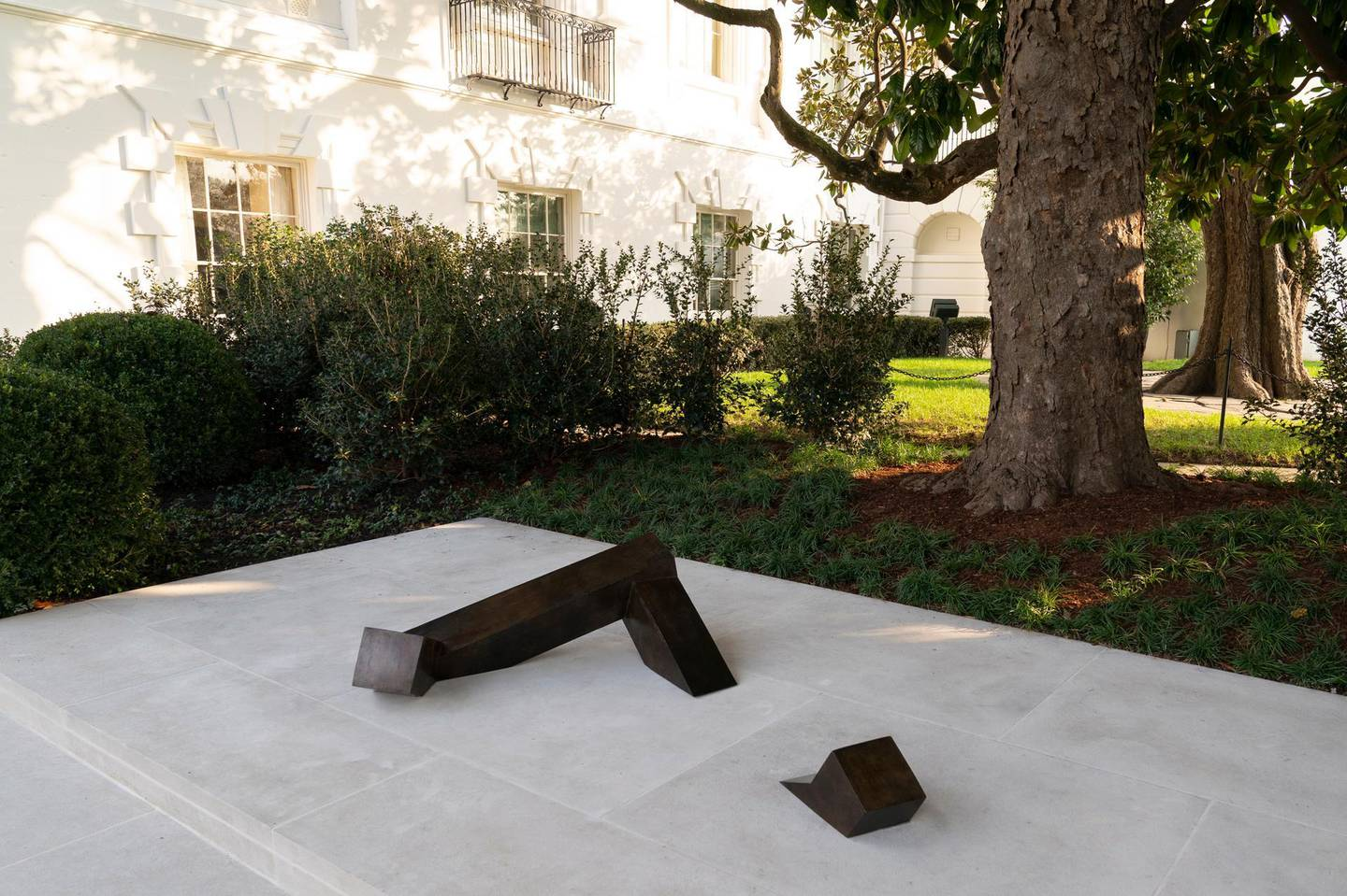 """epa08833211 The sculpture called """"Floor Frame,"""" created in 1962 by Isamu Noguchi seen in the White House Rose Garden in Washington, DC, USA,, 21 November 2020. Floor Frame was gifted to the White House by the White House Historical Association in March of 2020 and unveiled on November 20, 2020.  EPA/Chris Kleponis / POOL"""