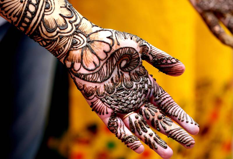 epa06500405 An Indian college student gets her hands decorated with Mehndi or Henna during an inter college Mehndi competition at Maharani Laxmi Bai Girls College in Bhopal, India, 06 February 2018. More then 350 young women participated in the competition.  EPA/SANJEEV GUPTA