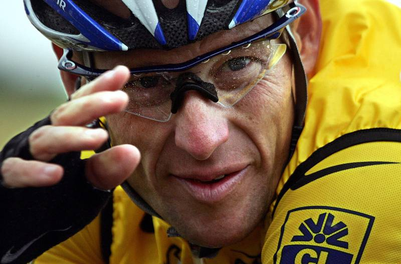 (FILES) This file picture taken on July 8, 2004 shows US rider Lance Armstrong (US Postal/USA) during the fifth stage of the 91st Tour de France cycling race between Amiens and Chartres. Lance Armstrong has agreed to pay $5 million in order to settle his looming federal fraud case stemming from his use of performance-enhancing drugs during the Tour de France, US media reported on April 19, 2018. The former cycling superstar was due to face a trial next month over claims that he defrauded the US government when he doped while racing for his United States Postal Service-sponsored team. / AFP PHOTO / Joël SAGET