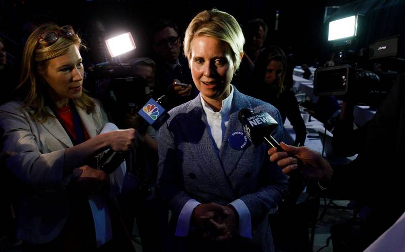 epa06757953 Democratic gubernatorial hopeful Cynthia Nixon (C) talks to reporters while attending the 2018 New York State Democratic Convention at Hofstra University in Hempstead, New York, USA, 23 May 2018. Nixon, who was well know as an actress before running for New York governor, has mounted a campaign against incumbent Governor Andrew Cuomo and put forth her name to be nominated as the Democratic party's candidate, though there was little expectation that would be successful.  EPA/JUSTIN LANE