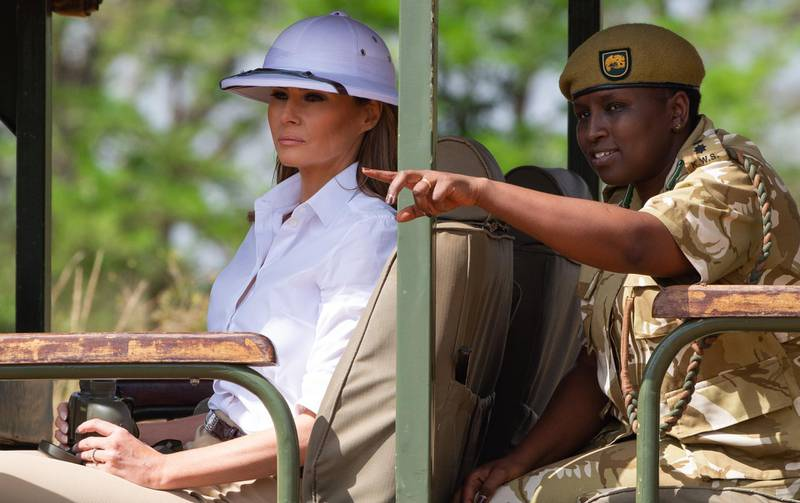 US First Lady Melania Trump goes on a safari with Nelly Palmeris (R), Park Manager, at the Nairobi National Park in Nairobi, October 5, 2018, during the third leg of her solo tour of Africa.  / AFP / SAUL LOEB