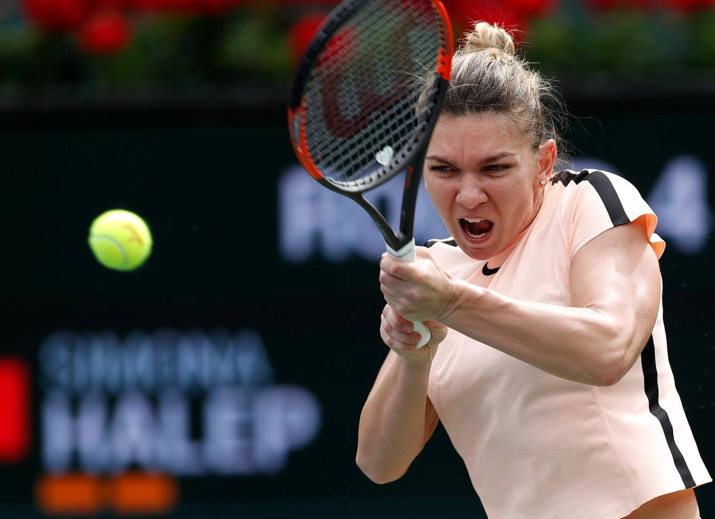 epa06601371 Simona Halep of Romania in action against Wang Qiang of China during the BNP Paribas Open at the Indian Wells Tennis Garden in Indian Wells, California, USA, 13 March 2018.  EPA/JOHN G. MABANGLO