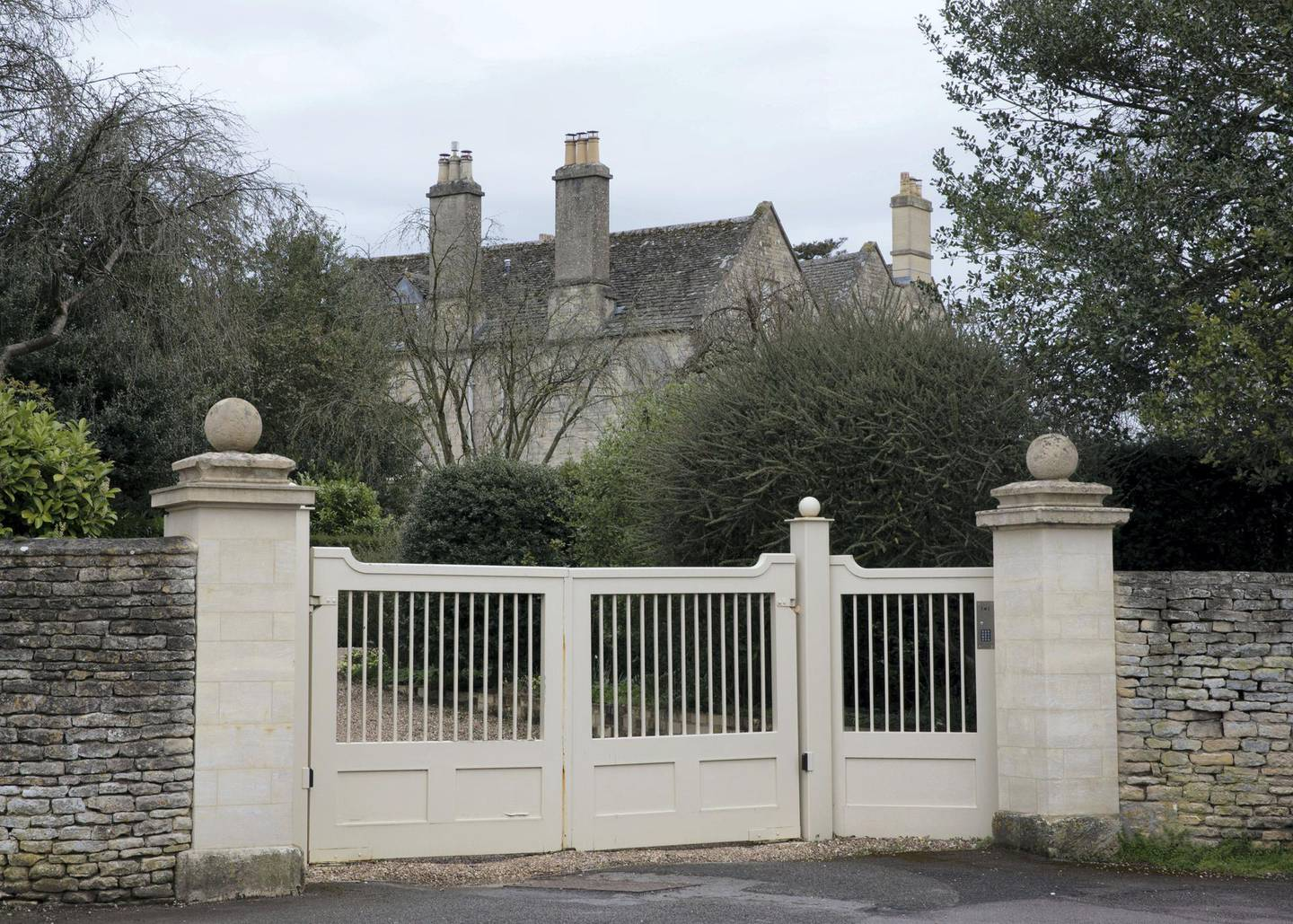 WOOTTON, OXFORDSHIRE, UK. 5th April 2019. Exterior of Wootton Place, the estate of businessman Arif Naqvi in the village of Wootton, United Kingdom Stephen Lock for The National . Words: Paul Peachey.
