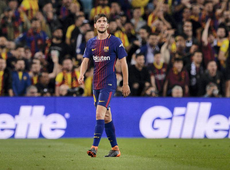 Barcelona's Spanish midfielder Sergi Roberto leaves the pitch after receiving a red card during the Spanish league football match between FC Barcelona and Real Madrid CF at the Camp Nou stadium in Barcelona on May 6, 2018. / AFP PHOTO / Josep LAGO