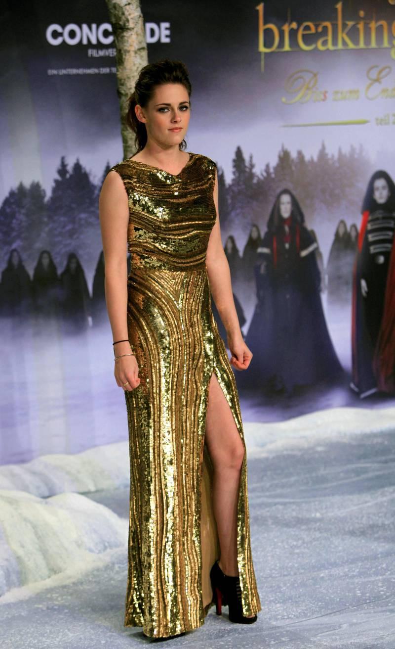"US actress Kristen Stewart poses prior to the German premier of ""The Twilight Saga: Breaking Dawn - Part 2"" film premier in Berlin on November 16, 2012.   AFP PHOTO / FREDERIC LAFARGUE (Photo by FREDERIC LAFARGUE / AFP)"