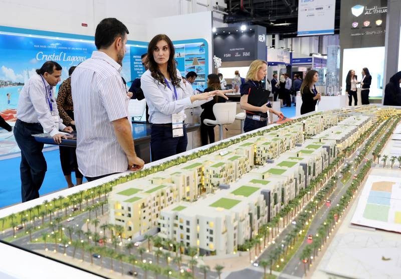 Dubai, United Arab Emirates - September 11th, 2017: Visitors at the Mirdif Hills project at the16th addition of Cityscape Global. Monday, September 11th, 2017 at World Trade centre, Dubai.