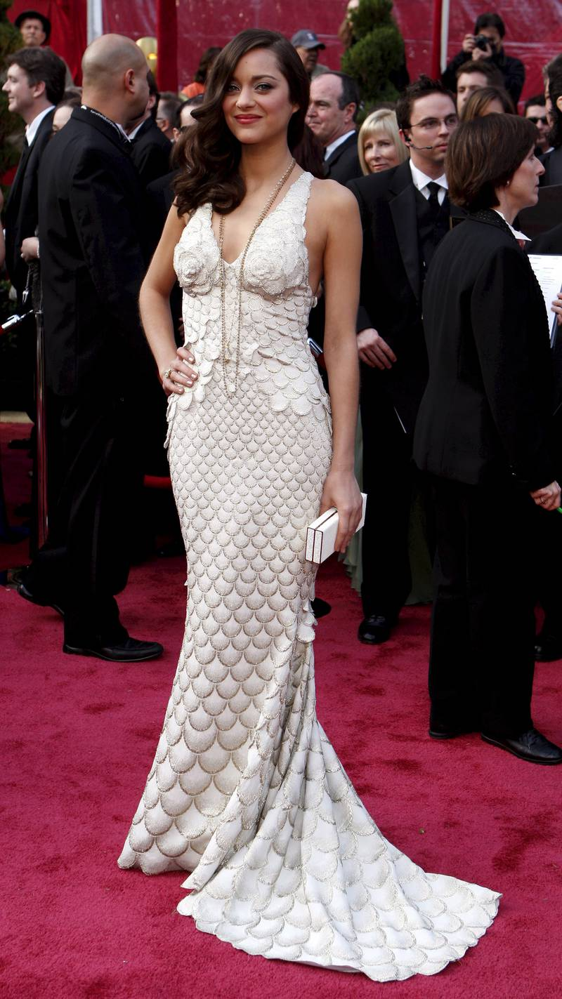 epa01266104 French actress Marion Cotillard arrives at the 80th annual Academy Awards at the Kodak Theatre in Hollywood, California, USA, 24 February 2008. The Academy Awards, popularly known as the Oscars, are presented by the Academy of Motion Picture Arts and Sciences (AMPAS) to recognize excellence of professionals in the film industry, including directors, actors, and writers.  EPA/ANDREW GOMBERT