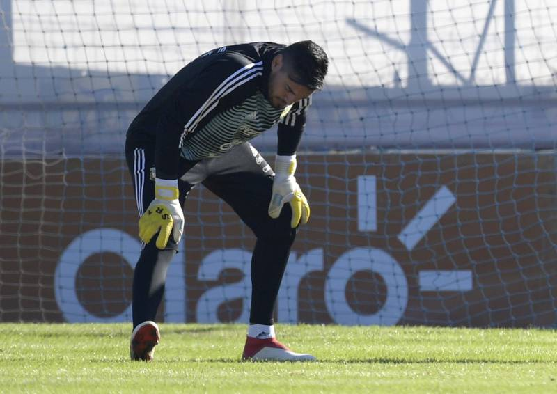Argentina's goalkeeper Sergio Romero stretches during a training session in Ezeiza, Buenos Aires, on May 22, 2018. Sergio Romero injured his right knee during a training session on Tuesday and will miss the FIFA 2018 World Cup starting next month in Russia. / AFP / Juan MABROMATA