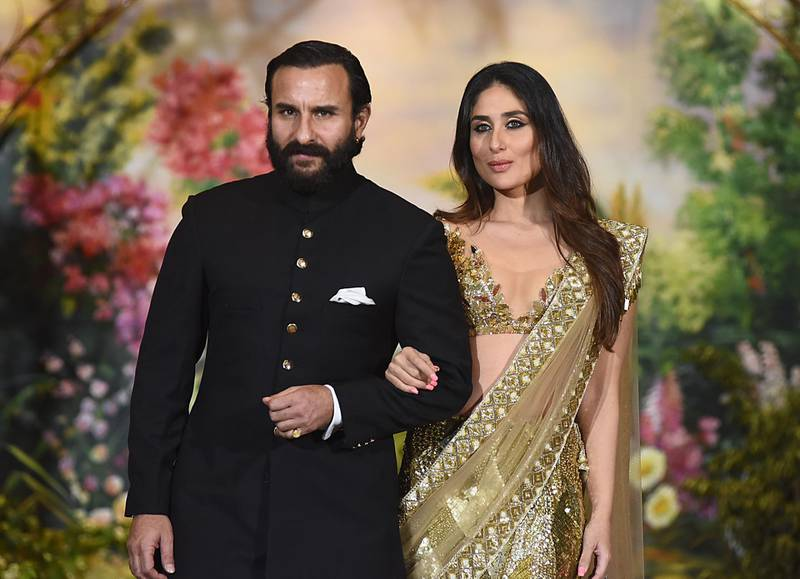Indian Bollywood actors Saif Ali Khan and wife Kareena Kapoor Khan pose for a picture during the wedding reception of actress Sonam Kapoor and businessman Anand Ahuja in Mumbai late on May 8, 2018. (Photo by Sujit Jaiswal / AFP)