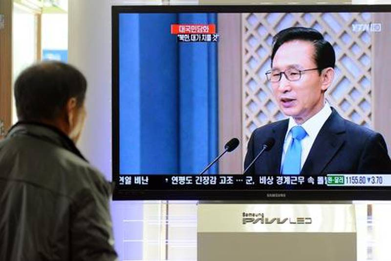 """A South Korean man watches a live televised speech to the nation by South Korean President Lee Myung-Bak, at Seoul Station in Seoul on November 29, 2010. Lee vowed to make North Korea """"pay the price"""" for its """"inhumane"""" artillery attack on a frontline island that killed four people and sparked global outrage.  AFP PHOTO / PARK JI-HWAN"""