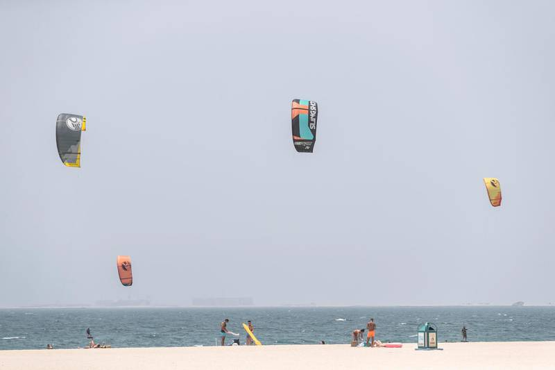 DUBAI, UNITED ARAB EMIRATES. 01 JUNE 2020. COVID STANDALONE. Residents enjoy the access to Kite Beach in Jumeirah with the current COVID precautions in place. (Photo: Antonie Robertson/The National) Journalist: None. Section: National.