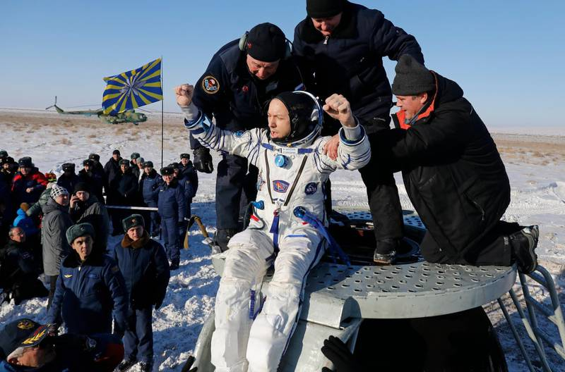 epa06389049 Russian space agency rescue team assist NASA astronaut Randy Bresnik out of the capsule shortly after landing of the Russian Soyuz MS-05 space capsule about 150 km (80 miles) south-east of the Kazakh town of Zhezkazgan, Kazakhstan, 14 December 2017. Three astronauts landed back on Earth after nearly six months aboard the International Space Station.  EPA/DMITRI LOVETSKY/POOL