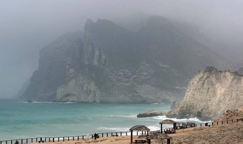 SALALAH. 16th July 2009. The Dhofar Mountains  shrouded in mist at the Al Mughsayl blowholes, west of Salalah, Oman.  Stephen Lock  /  The National . FOR TRAVEL. *** Local Caption ***  SL-salalah-074.jpg