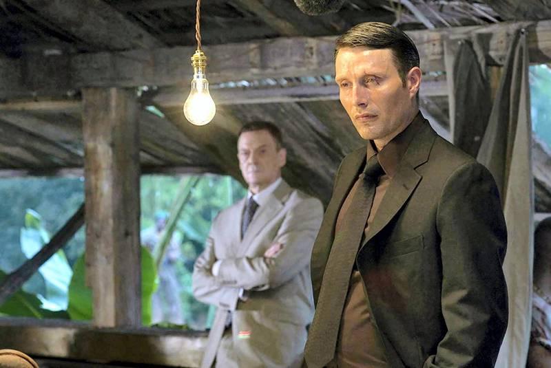 Jesper Christensen and Mads Mikkelsen in Casino Royale (2006)