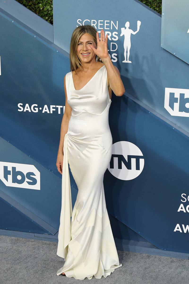 epa08143398 Jennifer Aniston arrives for the 26th annual Screen Actors Guild Awards ceremony at the Shrine Auditorium in Los Angeles, California, USA, 19 January 2020.  EPA-EFE/DAVID SWANSON