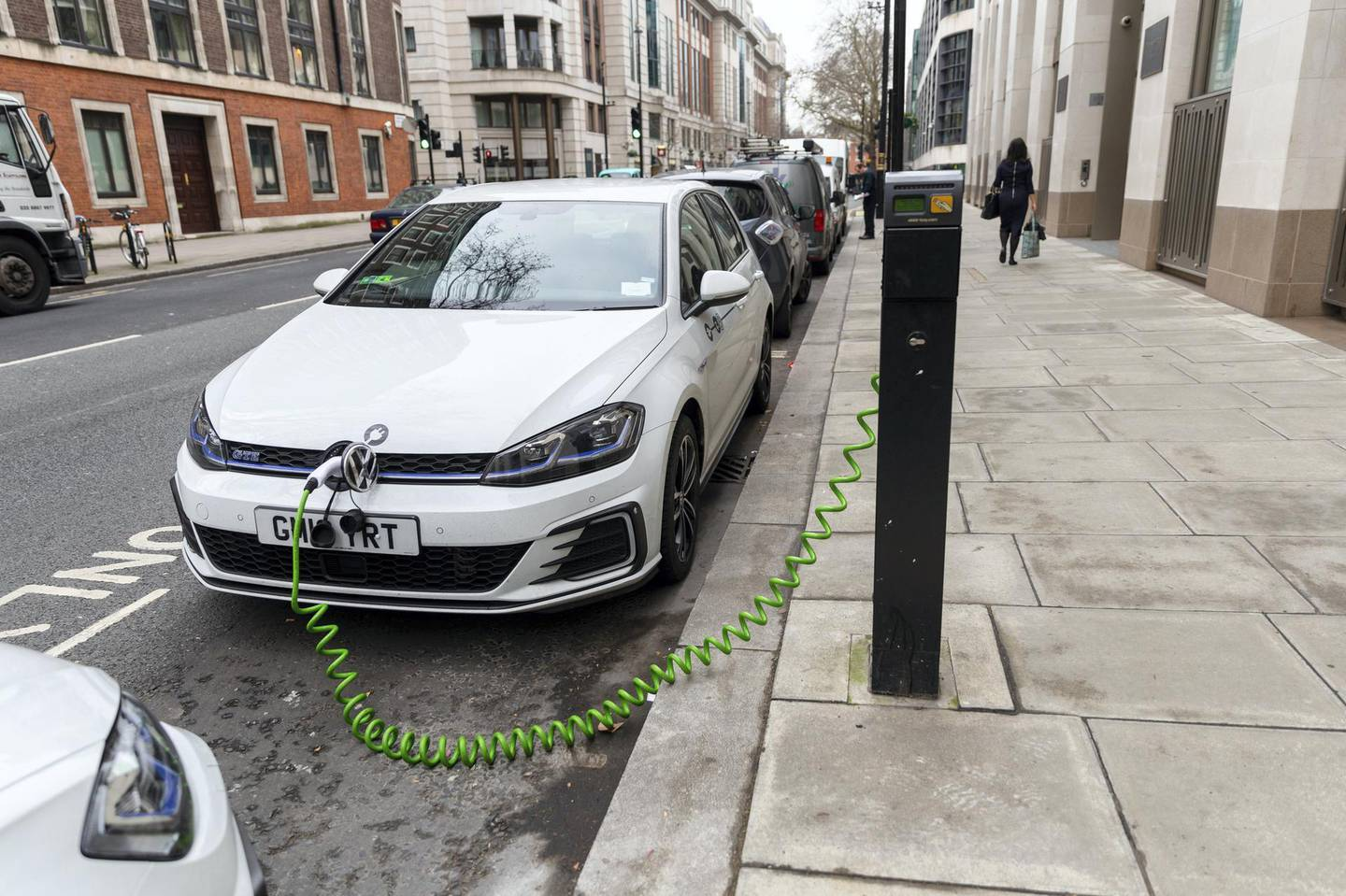 An electric car is seen charging at a charging point on the street in Westminster, central London, UK on January 11, 2019 (photo by Vickie Flores/In Pictures via Getty Images Images)